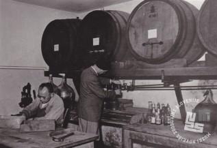 Gabriel Zemljak je bil liker mojster tudi po preselitvi likernice v Sotelsko. Foto: neznan, hrani: MNZS.