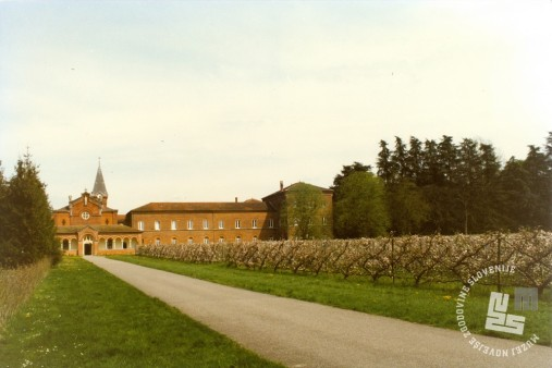 2. Samostan Notre Dame des Dombes. Foto: neznan, hrani: MNZS.