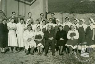 Kolektiv tovarne leta 1955 ali 1956, direktor Erno Ivačič. Foto: neznan, hrani: MNZS.