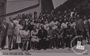 Kolektiv Imperial Tovarna čokolade in likerjev Videm-Krško leta 1960 z direktorjem Jožkom Bajcem. Foto: neznan, hrani: MNZS.