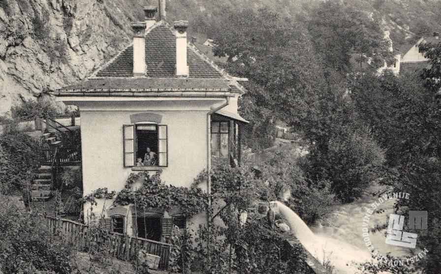 Stavba samostanske elektrarne ob potoku Brestanica. Foto: neznan, hrani: MNZS.