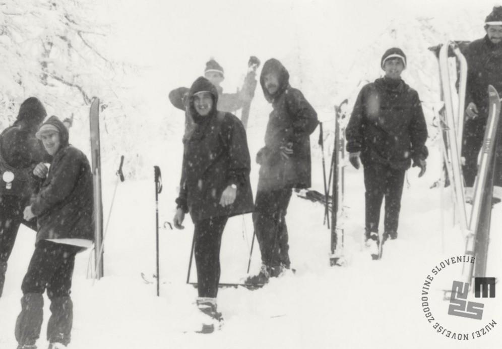 Tečaj vojske na Pokljuki, januar 1972. Pohod na Viševnik. Foto: Aleš Guček.