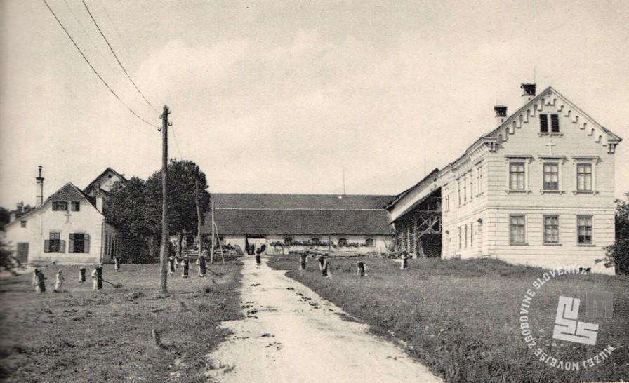6. Na desni strani stavba tovarne čokolade. Foto: neznan, hrani: MNZS.