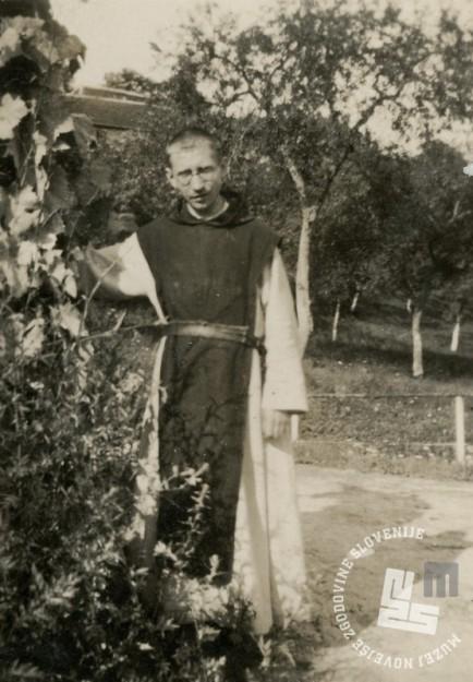 Pater Kanizij Kompare je leta 1938, po smrti p. Rafaela, postal upravitelj posestva na Sremiču. Foto: neznan, hrani: MNZS.
