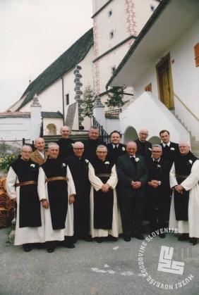 Bivši pater Kanizij Kompare je 26. aprila 1987 kot duhovnik v Prihovi obhajal zlato mašo. Foto: neznan, hrani: MNZS.