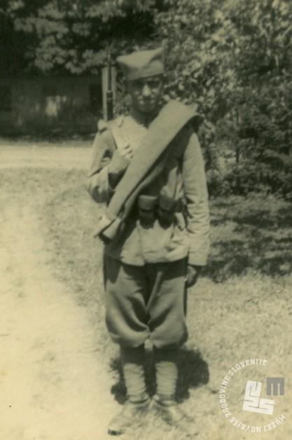 Brat Norbert Šarlah kot vojak staro jugoslovanske vojske leta 1940. V samostanu je bil vrtnar. Foto: neznan, hrani: MNZS.