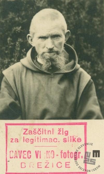 Brat Lovrenc Vojnović je bil kolar. Fotografiran je leta 1932, pred volitvami, za osebno legitimacijo. Foto: Vinko Bavec, hrani: MNZS.