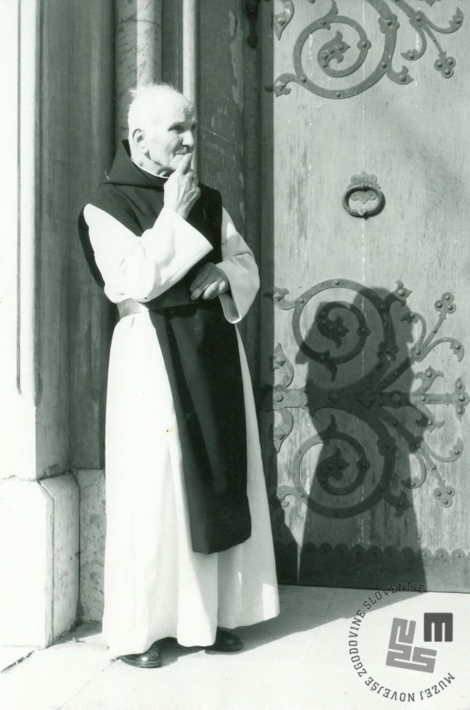 Bivši brat Maksimiljan Jevšnik, ki je bil v samostanu mizar. Fotografiran leta 1991 v Brestanici. Foto: Ladka Likar Kobal, hrani: MNZS.