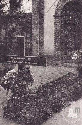 Grob opata Janeza Krstnika Epalla na samostanskem pokopališču. Foto: neznan, hrani: MNZS.