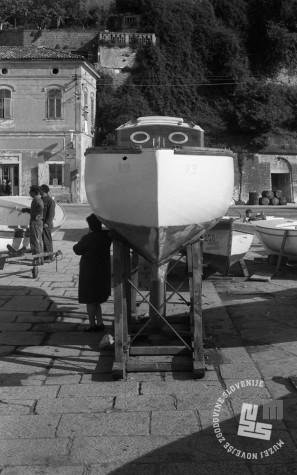 DE3408_18: Priprava čolnov za novo poletno sezono, Piran. Foto: Miloš Švabić, hrani: MNZS.
