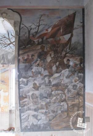 Detajl poslikave iz miličniške stavbe. Foto Marko Krivec, 2016.