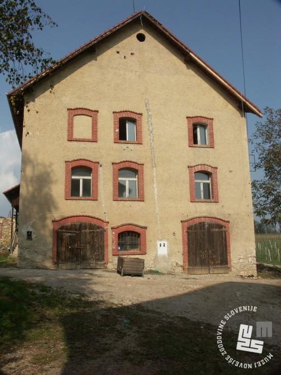 Stavba na ekonomiji KPD v kateri so bile obrtne delavnice. Foto Goran Rovan, 2008.