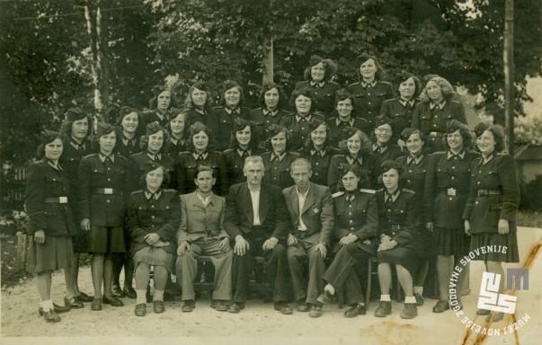 Zaposleni KPD Begunje na Gorenjskem septembra 1947. Po premestitvi obsojenk so prišli na delo v Rajhenburg. Arhiv MNZS.