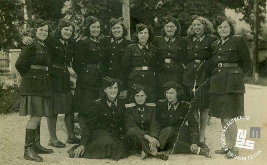 Skupina miličnic KPD Begunje na Gorenjskem septembra 1947. Arhiv MNZS.