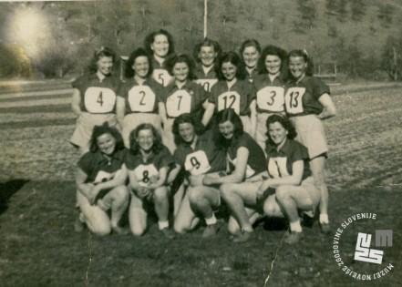 Miličnice KPD Begunje na Gorenjskem na športnem tekmovanju 18. februarja 1948. Arhiv MNZS.
