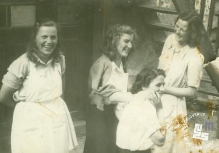 Miličnice v prostem času v KPD Rajhenburg leta 1948. Arhiv MNZS.