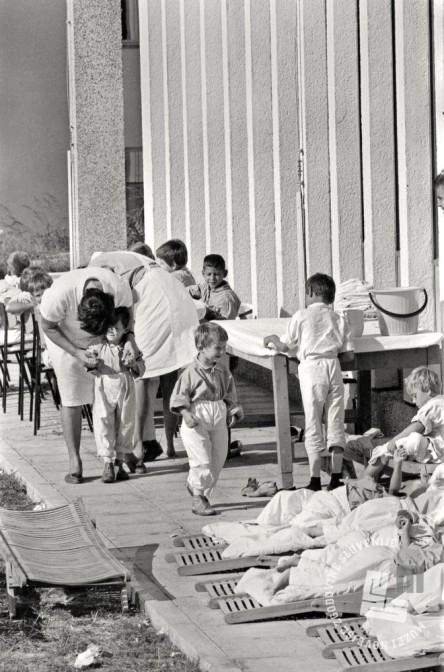 DE1857_369: Počitek, 1964. Foto: Edi Šelhaus, hrani: MNZS.