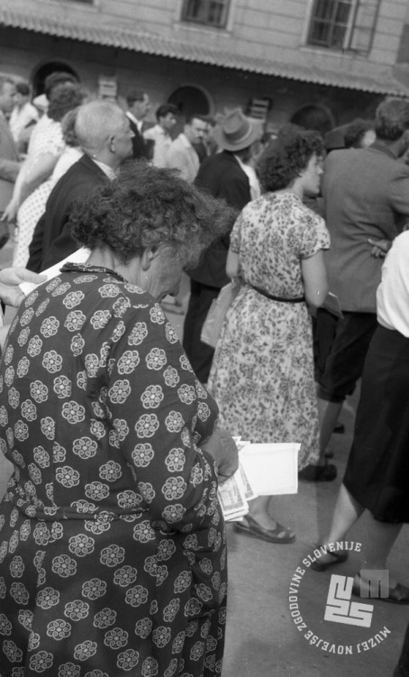 DE244_4: Žrebanje jugoslovanske loterije. Junij / julij 1957. Foto: Svetozar Busić, hrani: MNZS.