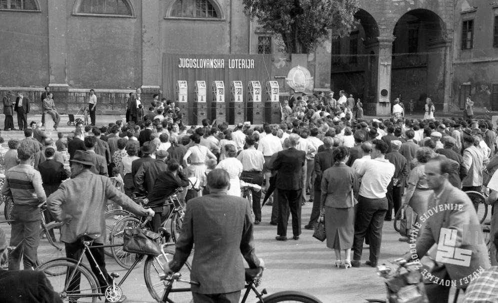 DE244_13: Žrebanje jugoslovanske loterije. Junij / julij 1957. Foto: Svetozar Busić, hrani: MNZS.