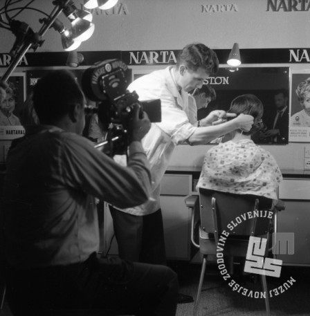 DE2859_5: Demonstracije novih frizur v Narta salonu. Ljubljana, oktober 1964. Foto: Svetozar Busić, hrani: MNZS.