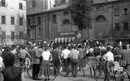 DE3167_6: Žrebanje jugoslovanske loterije. Junij / julij 1957. Foto: MIloš Švabić, hrani: MNZS.