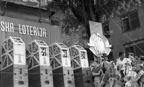 DE3167_7: Žrebanje jugoslovanske loterije. Junij / julij 1957. Foto: Miloš Švabić, hrani: MNZS.