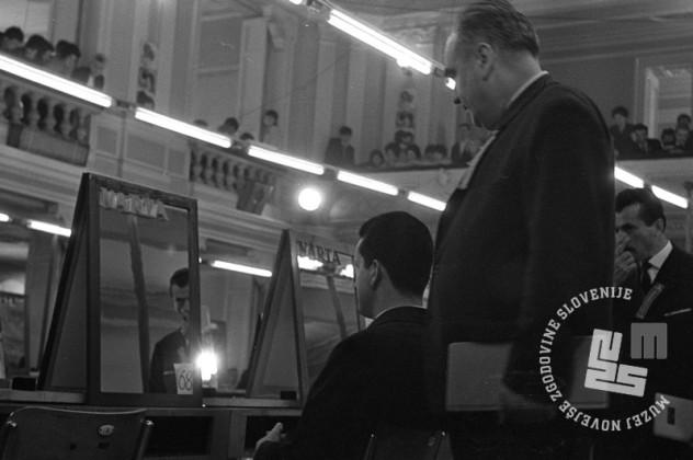 DE4240_1: Tekmovanje frizerjev za Narta pokal. marec 1966. Foto: Svetozar Busić, hrani: MNZS.