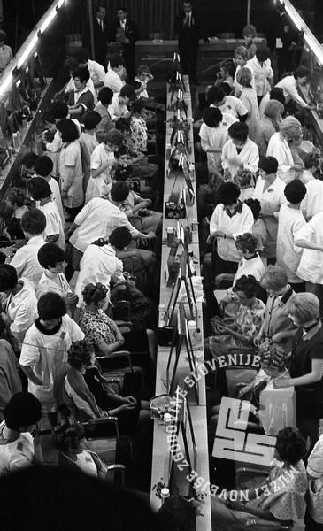 DE4240_10: Tekmovanje frizerjev za Narta pokal. marec 1966. Foto: Svetozar Busić, hrani: MNZS.