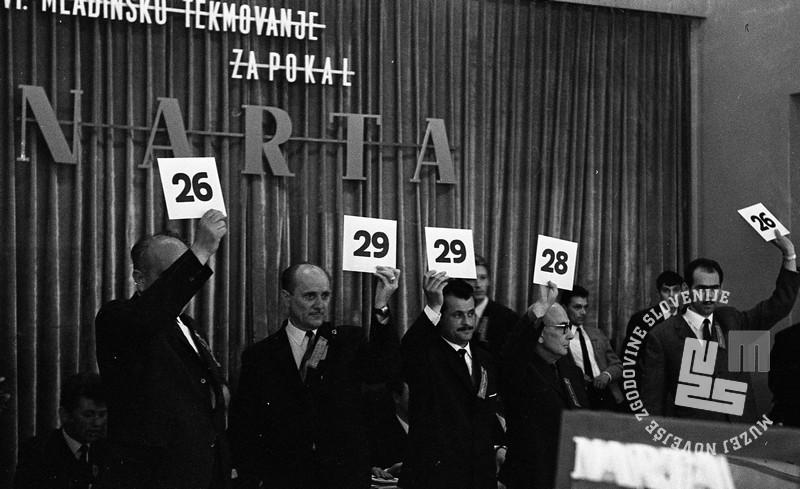 DE4240_8: Tekmovanje frizerjev za Narta pokal. marec 1966. Foto: Svetozar Busić, hrani: MNZS.