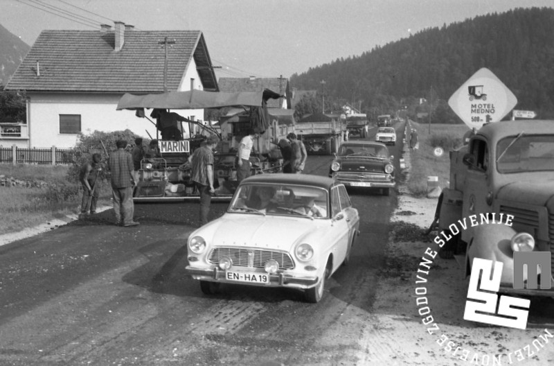 MC6708: Nov asfalt na odseku, avgust 1967. Foto: Marjan Ciglič