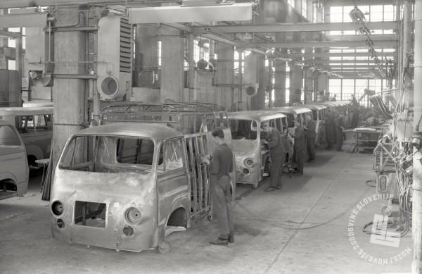 EP8474_1: Izdelovanje dostavnega vozila IMV 1000, Novo mesto, avgust 1965. Foto: Milan Pogačar.