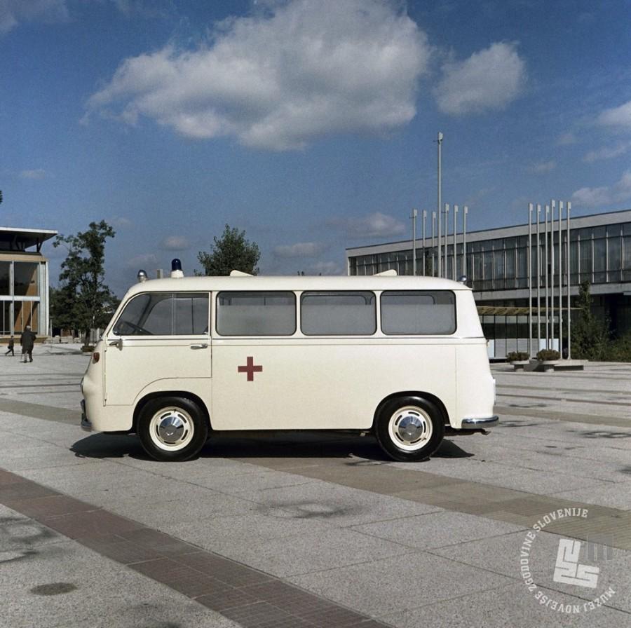 EPC1260_2: Kombi je dobro služil tudi sanitetni službi, september 1963. Foto: Joco Čermak.