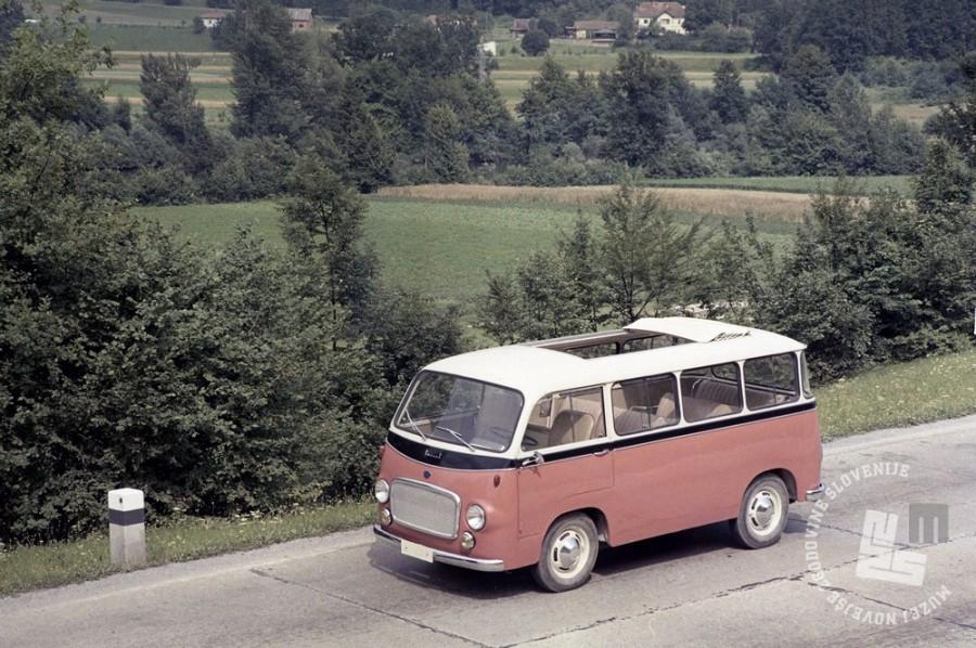 EPC938_1: Dostavnik IMV 1000 je bil izdelan v več različicah. Turistična izvedba kombija iz Industrije motornih vozil, Novo mesto, julij 1962. Foto: Milan Pogačar.