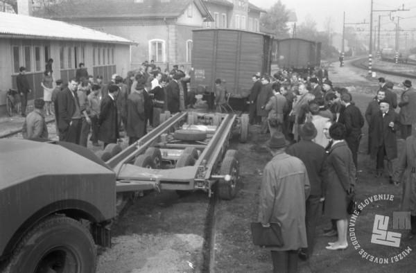 MC6710: Vagoni na mestnih ulicah, Ljubljana, oktober 1967. Foto: Marjan Ciglič..
