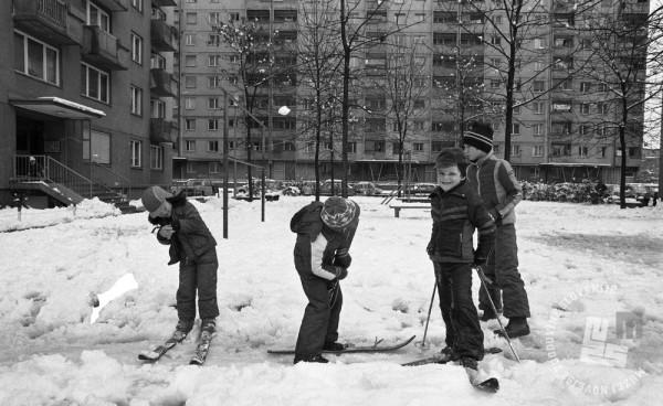DE7961_332: Otroške zimske radosti. Ljubljana, 10. november 1979. Foto: Miško Kranjec, hrani MNZS.