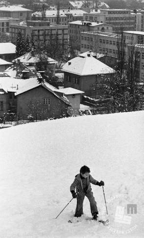 DE7961_320: Otroške zimske radosti. Ljubljana, 10. november 1979. Foto: Miško Kranjec, hrani MNZS.