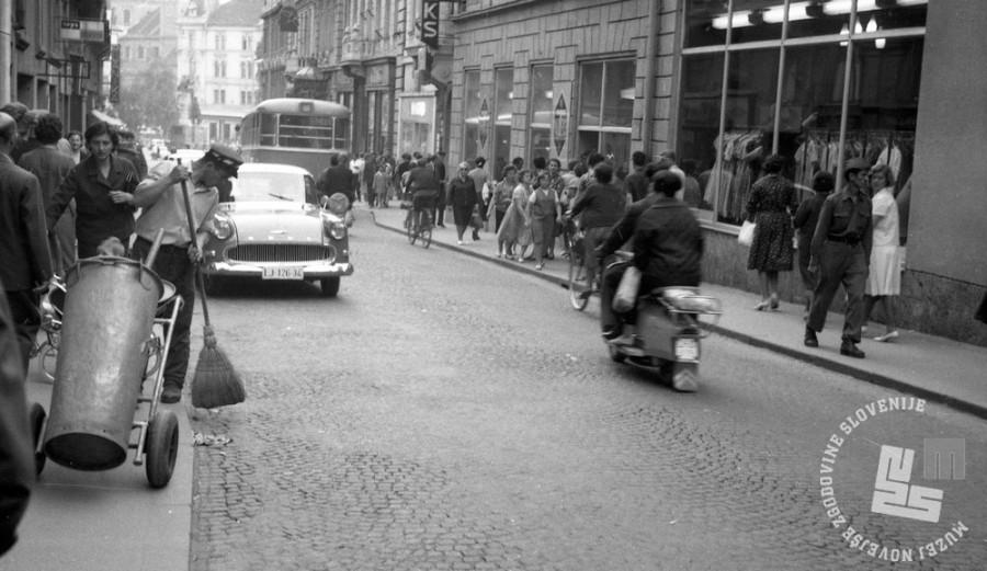 DE2824/4: Čopova ulica, julij 1964. Foto: Svetozar Busić, hrani: MNZS.