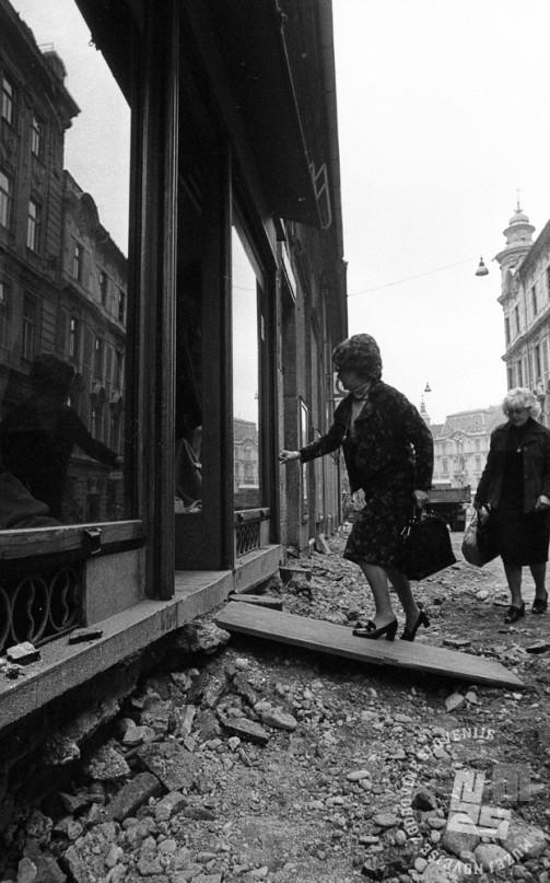 DE7833/1: Obnova Čopove ulice, oktober 1978. Foto: Miško Kranjec, hrani: MNZS.