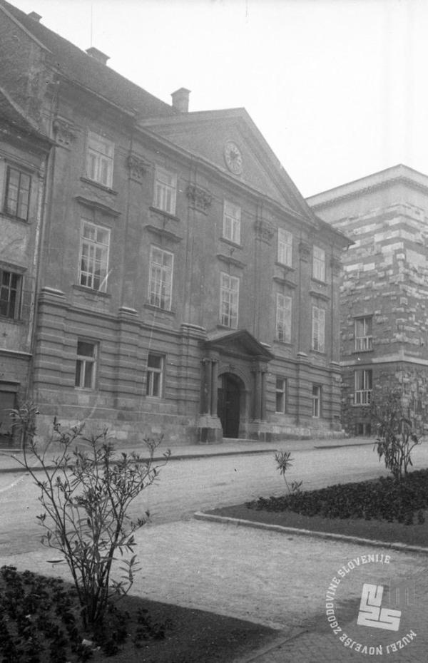 Vhod v Slovensko akademijo znanosti in umetnosti. Ljubljana, 9. junij 1950  Foto: Leon Jere, hrani MNZS