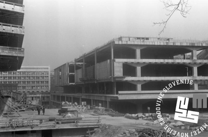 MC6803_001: Gradnja hale D, Trg republike, Ljubljana, marec 1968. Foto: Marjan Ciglič.