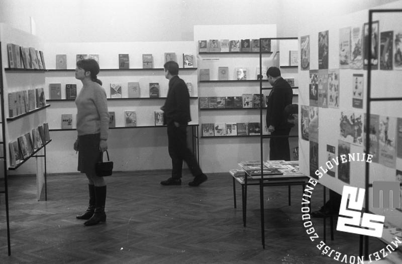 MC6803_005: Razstava ruskih knjig za mladino v NUK-u. Ljubljana, april 1968. Foto: Marjan Ciglič