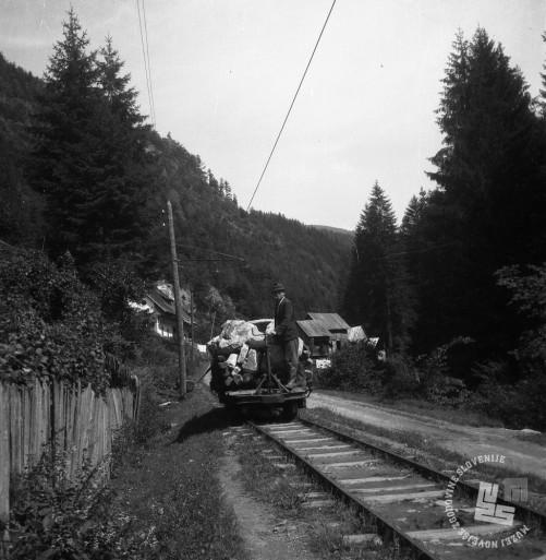DE1403a_14: Gozdna železnica v Mislinji, leto 1957. Foto: Dušan Gostinčar, hrani: MNZS.