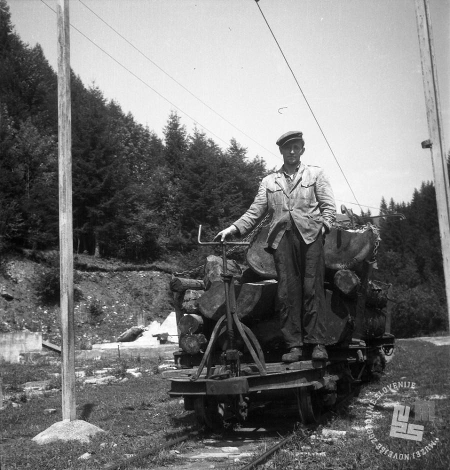 DE1403a_23: Gozdna železnica v Mislinji, leto 1957. Foto: Dušan Gostinčar, hrani: MNZS.