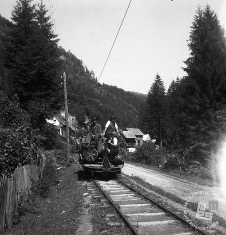 DE1403a_8: Gozdna železnica v Mislinji, leto 1957. Foto: Dušan Gostinčar, hrani: MNZS.