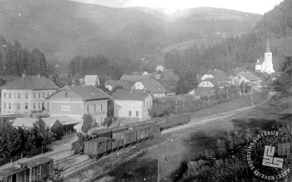SL2452: Potniški vlak vleče lokomotivo KKStB 99 (kasneje JDŽ153). Foto: neznan, hrani: MNZS.