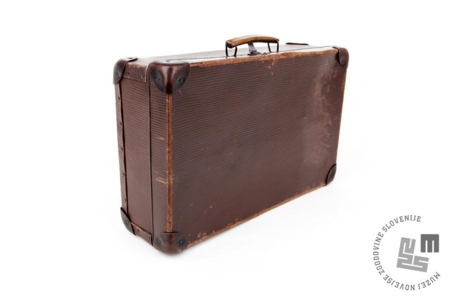Kovček Jožefe Krevelj; karton, les, usnje, 45,2 x 28,5 x 13 cm; inv.št. SI-450
