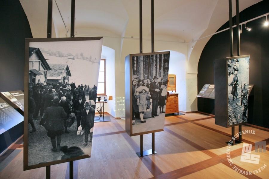 Pogled v drugo sobo razstave Slovenski izgnanci 1941-1945. Foto Sašo Kovačič