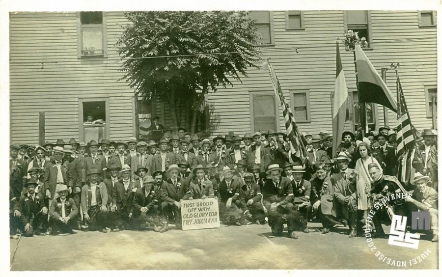 10. Slovenski izseljenci v ZDA. Tudi v Ameriki so slovenski izseljenci ustanovili sokolska društva in v njih gojili spomin na nekdanjo domovino