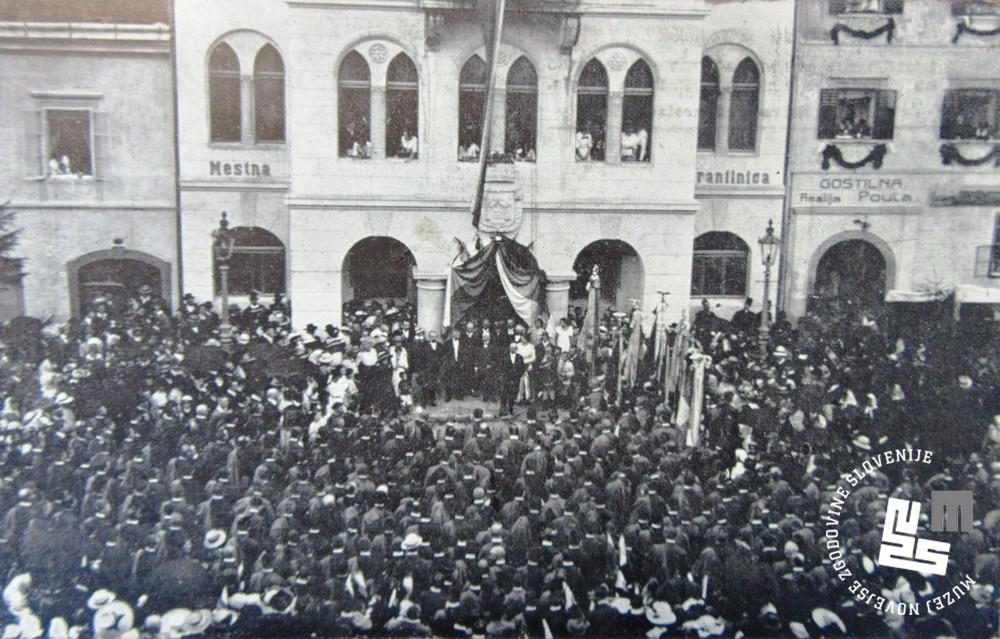 10. Zlet Sokolov v Novem mestu leta 1913. Stik pred mestno hišo