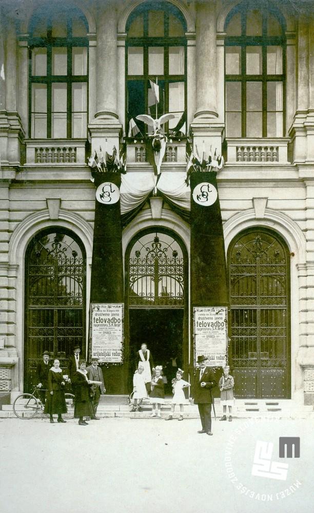 12. Poziv telovadnega društva Sokol v Ljubljani za društveno javno telovadbo 31. avgusta 1919. Poziv je bil obešen na vhodna vrata Narodnega doma